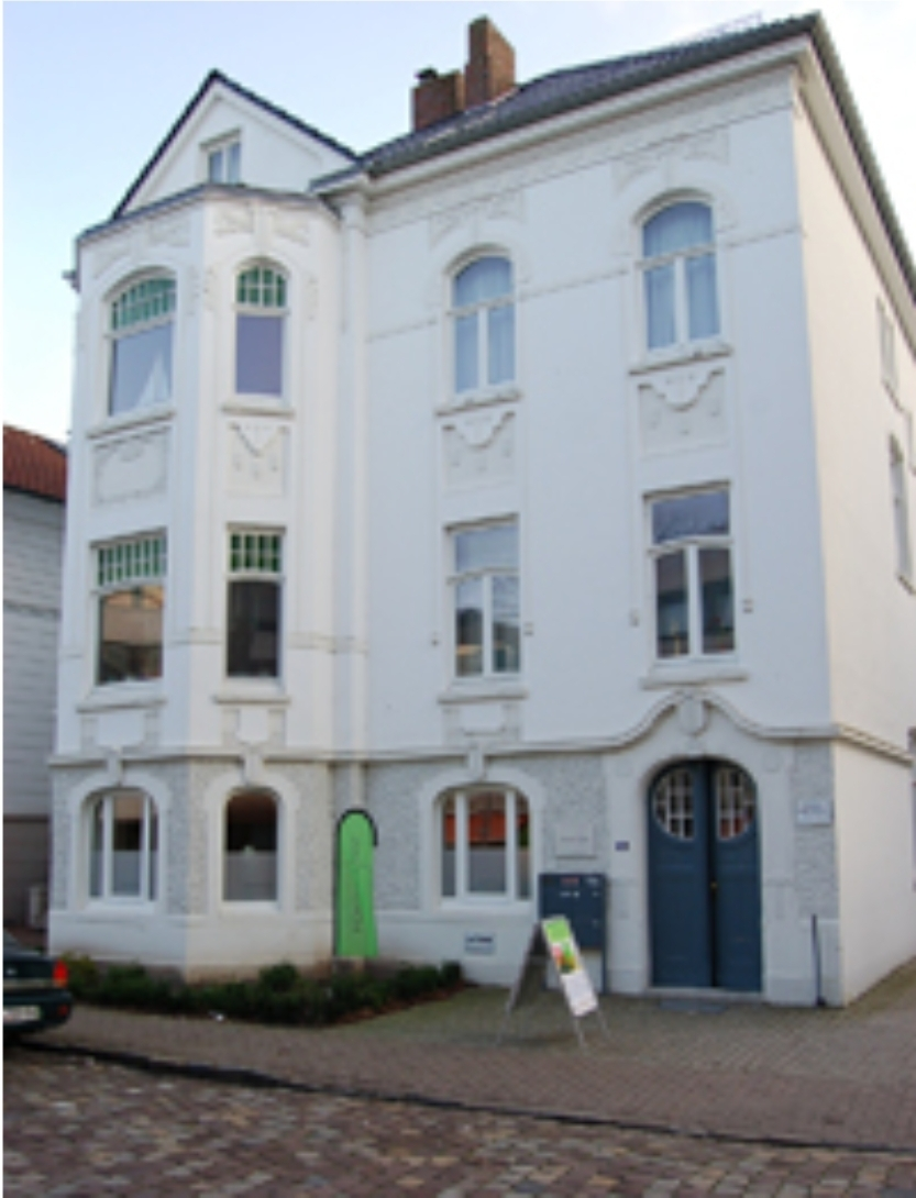 Foto vom Haus Marienstraße 15a in Oldenburg in dessen Erdgeschoß die Räumlichkeiten der Praxis Coaching & Beratung Mechthild Berges untergebracht sind. Es handelt sich um eine Oldenburger Stadtvilla aus dem Jahre 1902.